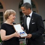 Merkel_an_Obama_Presidential_Medal_of_Freedom_gemeinfrei